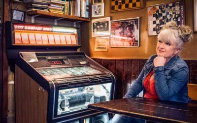 Elvis elää! Tarja Närhin Iskelmäradiossa Elvis-spesiaali