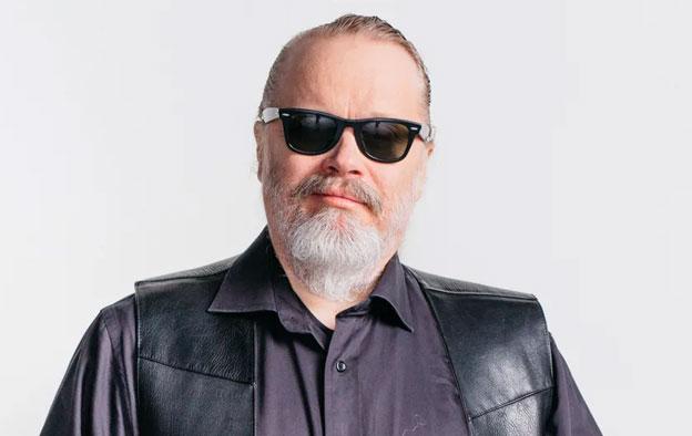 Oodi rootsmusiikille! Lisää Elvistä suomeksi kantritohtori Teppo Nättilän ohjelmassa